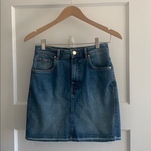 High rise jean skirt perfect for summertime size S